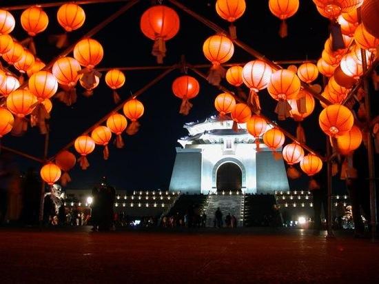 ChiangKaiShek-MemorialHall-LanternFestival